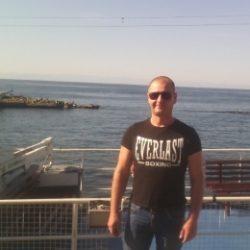 Парень ищу девушку для интима в Волгограде.