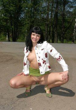 Сладкая блондинка приглашает развлечься и поэкспериментировать парней в Волгограде